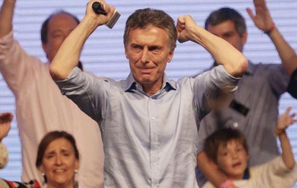 Argentina returns to bond market after 15-year isolation - BBC News